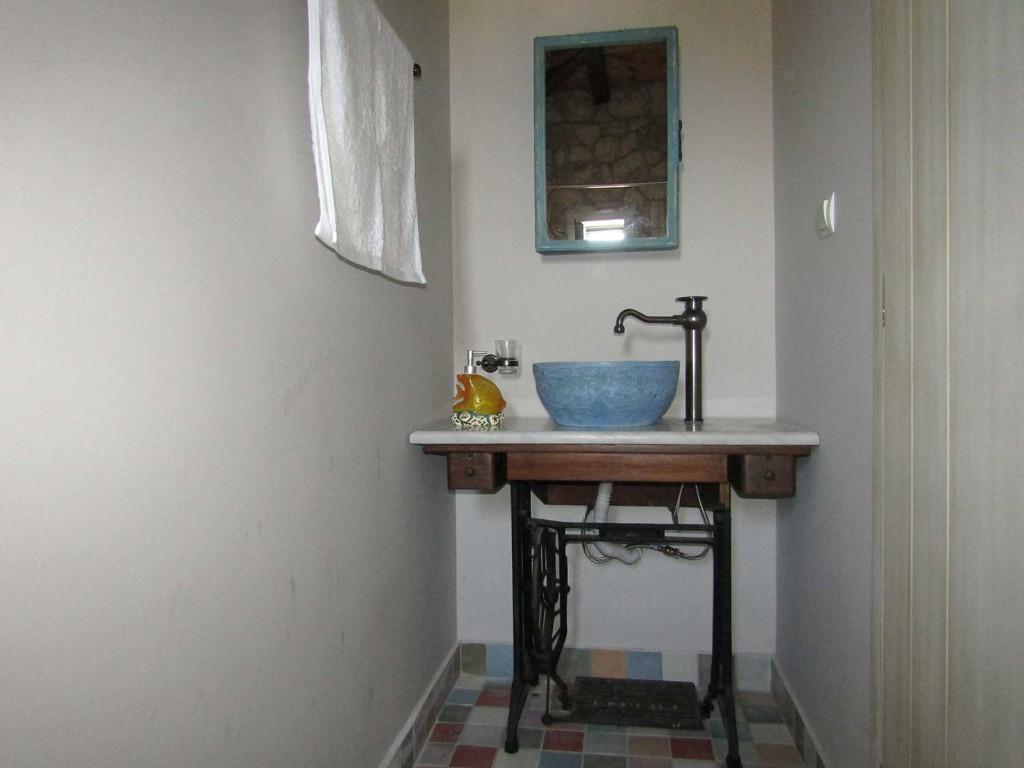 Villa Lydia Meganisi Lefkada room FAY wc sink photo